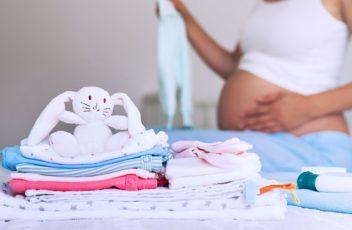Какая нужна одежда для новорожденных